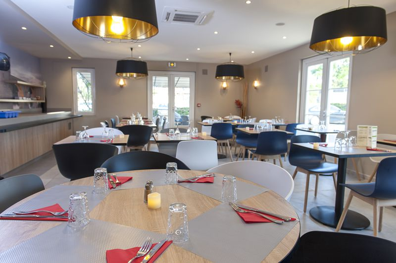Le Restaurant Le Calendal  Restaurant Du Brit Hotel