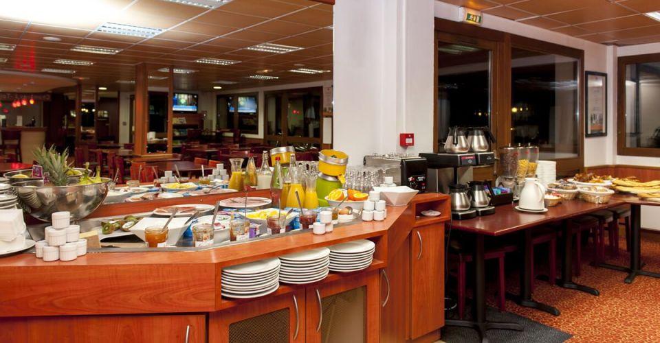 The breakfast buffet at the Hotel d'Agen
