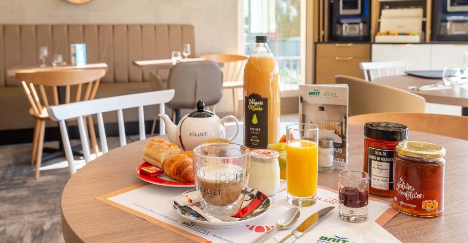 Le petit-déjeuner copieux d'Orléans