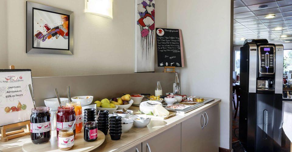 Le buffet du petit-déjeuner au Brit Hotel Rennes Saint-Grégoire