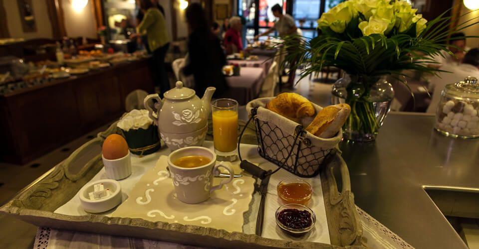Plateau petit-déjeuner à l'hôtel de Montbéliard