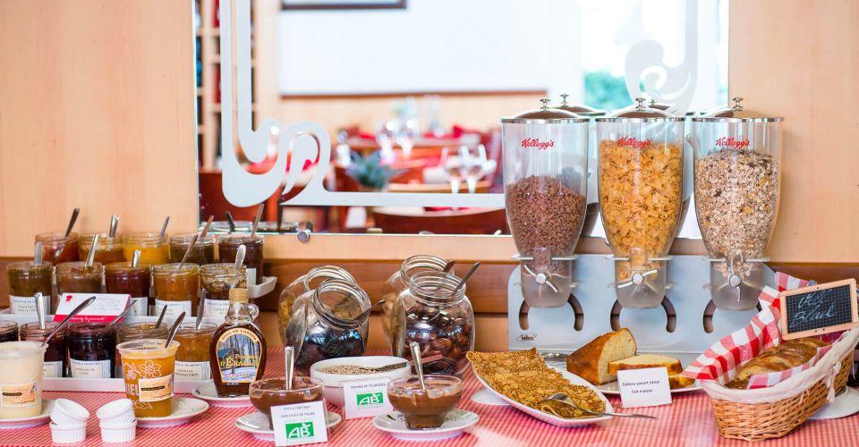Le buffet du petit-déjeuner à l'hôtel de Blois