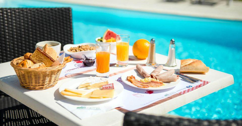 le petit-déjeuner de l'hôtel à Nantes Vigneux de Bretagne