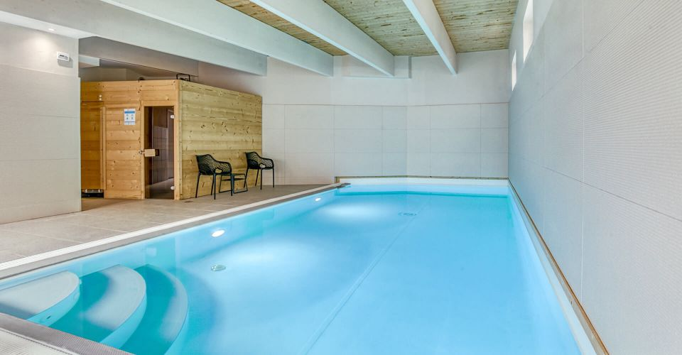 Indoor swimming pool at the 3-star hotel in Montbéliard