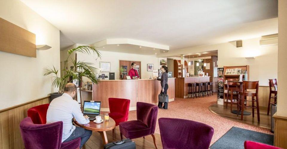 réception et contact Brit Hotel Rennes Le Castel