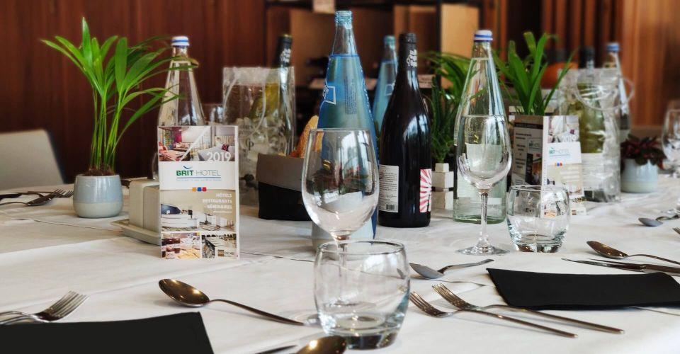 Une table dressée au restaurant de Nantes