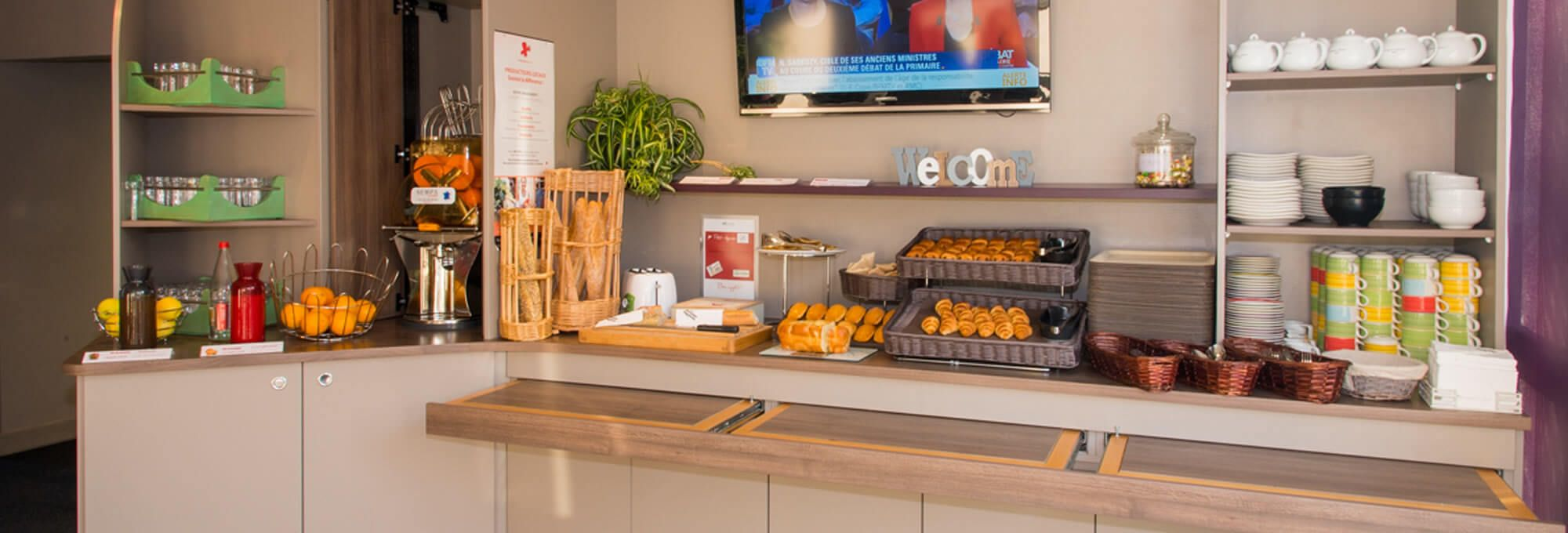 The breakfast buffet at the hotel in Joué-lès-Tours