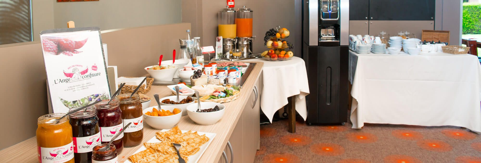 Breakfast at the hotel near Rennes, in Saint-Grégoire.