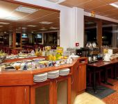 The breakfast buffet at the hotel in Agen le Passage