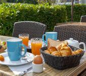 Le petit-déjeuner sur la terrasse d'Avignon