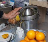 Petit-déjeuner à l'hôtel d'Avignon avec des oranges pressées