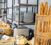 Le buffet de petit-déjeuner de l'hôtel de Caen