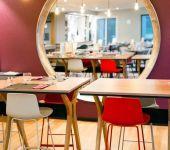 mange debout au restaurant de Brest