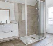 Salle de bain à Montbéliard dans l'appartement de l'hôtel