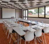 A U-shaped room for your company meetings