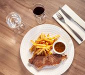 Local meat and homemade french fries restaurant Le 36 Caen Brit Hotel Normandie