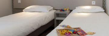 Une chambre à deux lits à Avignon