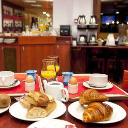 Petit-déjeuner buffet au brit hotel agen