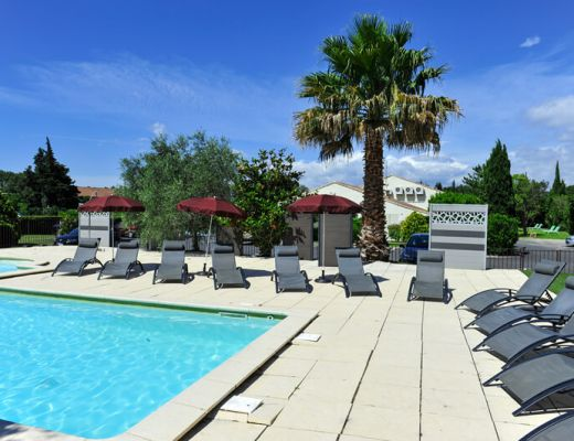 Brit hotel avignon sud le calendal h tel 3 toiles et for Hotel avignon piscine