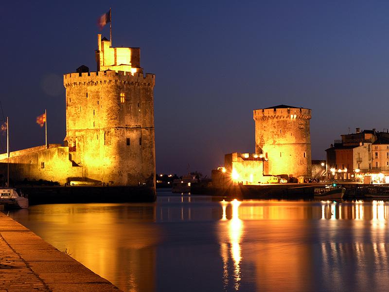 http://www.brithotel.fr/userfiles/La_rochelle_de_nuit(1).jpg