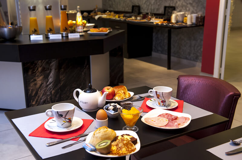 Charcuterie, Viennese pastry, nothing is missing at Brit Hotel Belfort Centre