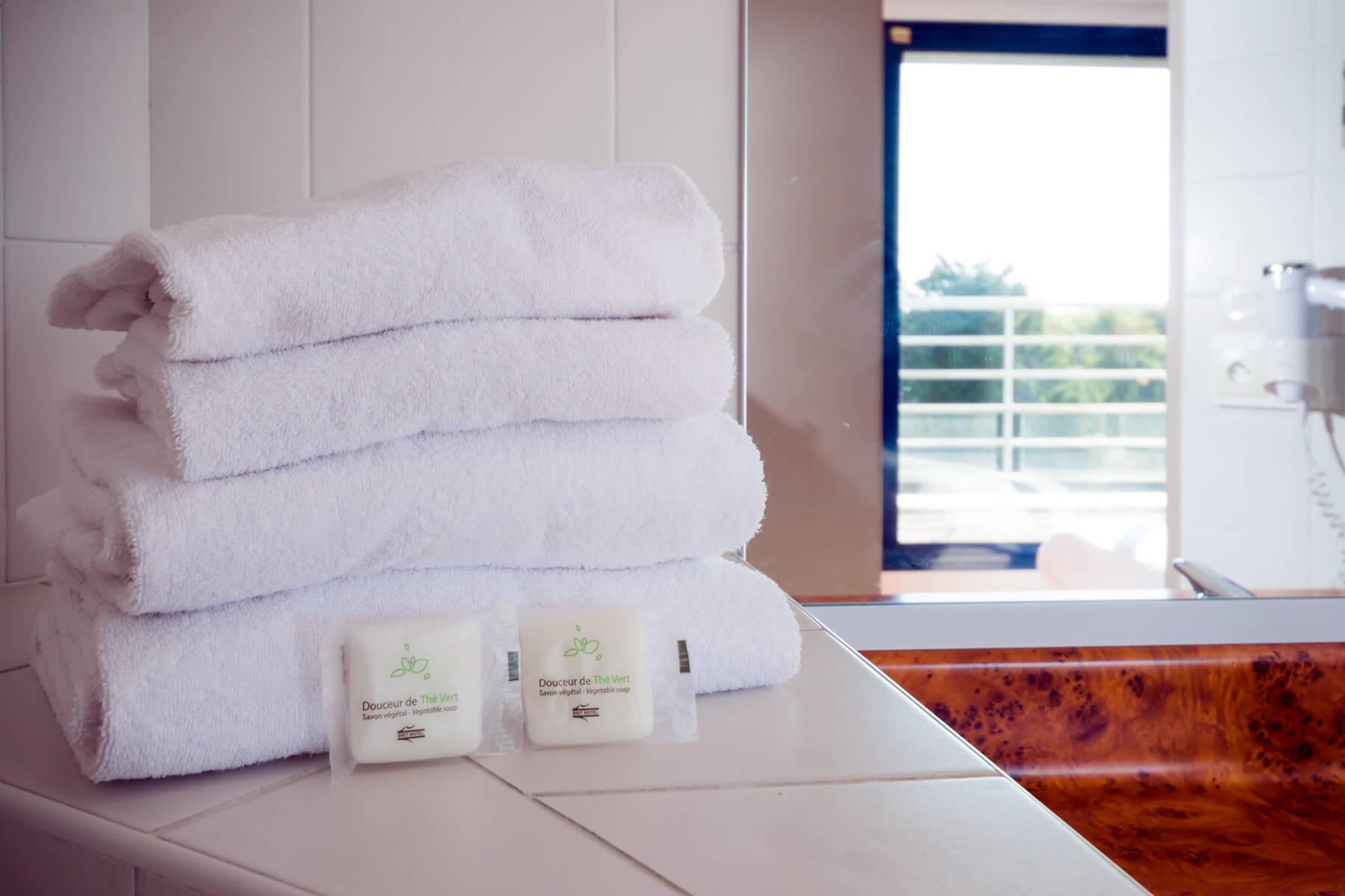 Les chambres de l 39 h tel du transat de saint malo brithotel for Salle de sport malo les bains