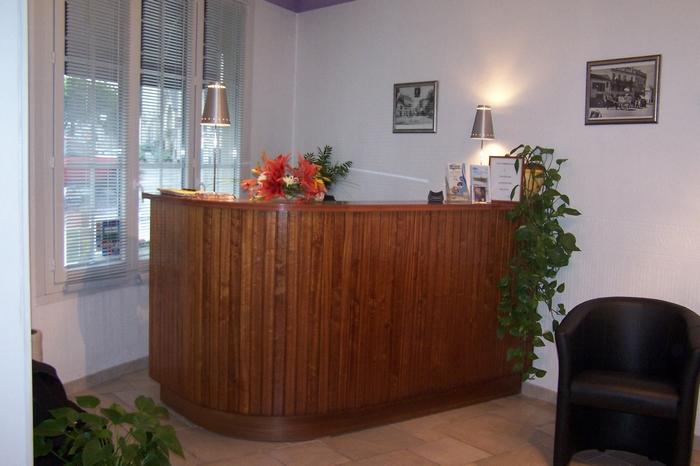 Chambres et tarifs du brit hotel bleu nuit saintes for Reservation hotel par mail