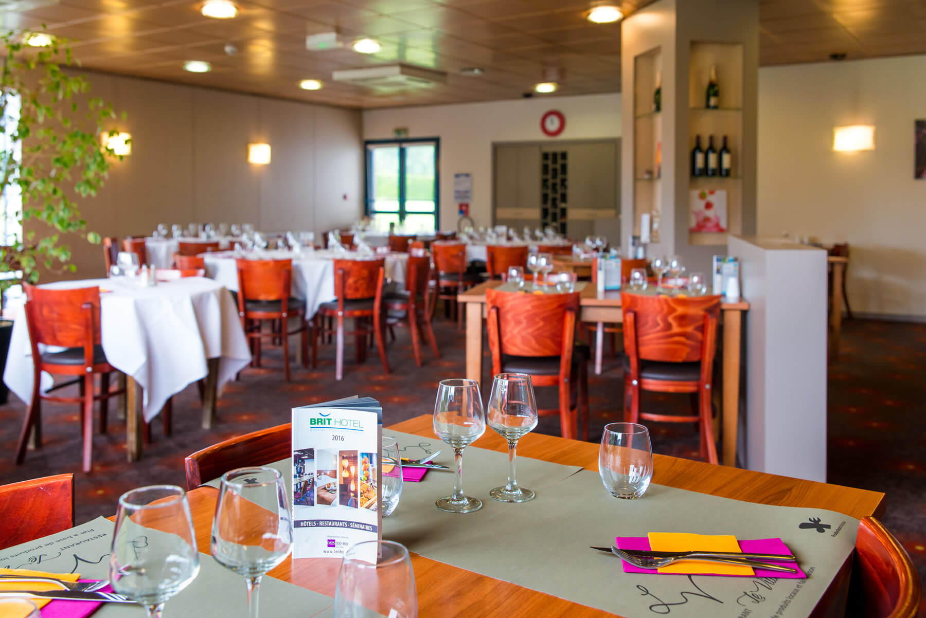 Le Restaurant Le Villeneuve Du Brit Hotel De Rennes Saint